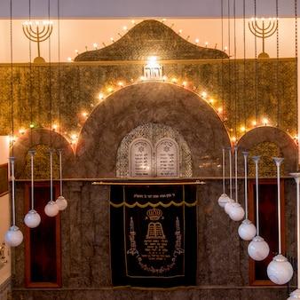 Interni della sinagoga di lezama, mellah, medina, marrakech, marocco