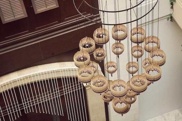 Interni di lampadari in hotel