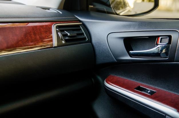 Interni in pelle di un'auto di classe business
