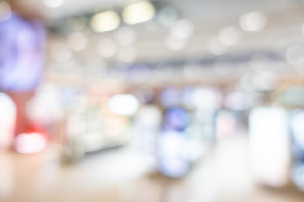 Interno astratto del centro commerciale della sfuocatura del grande magazzino
