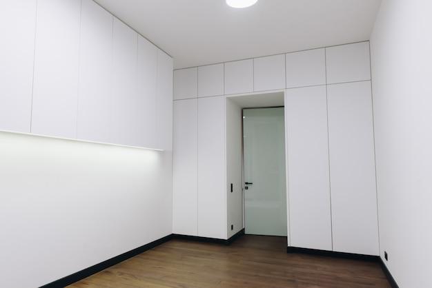 Interno camera da letto di lusso moderno, bellissimo design minimalista
