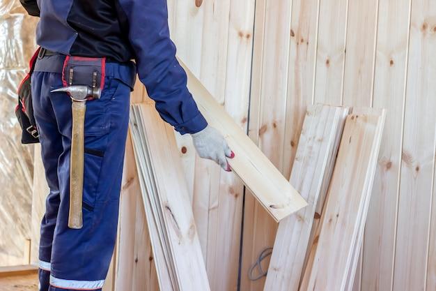 Interno della casa in legno