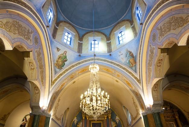 Interno della cattedrale cattolica romana di fira.