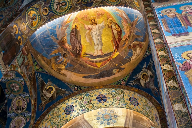 Interno della cattedrale di sant'isacco in russia.