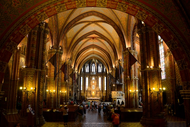 Interno della chiesa di budapest, mattia