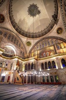 Interno della moschea blu