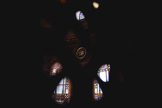 Interno della storica basilica di santa sofia, moschea per il culto musulmano più visitato