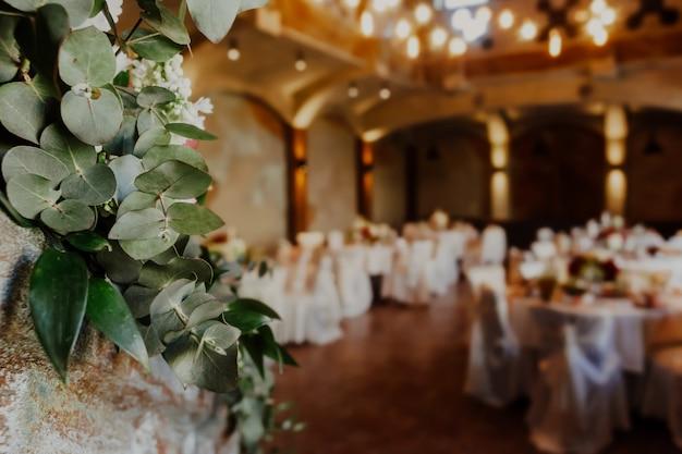 Interno di nozze con tavolo e sedie