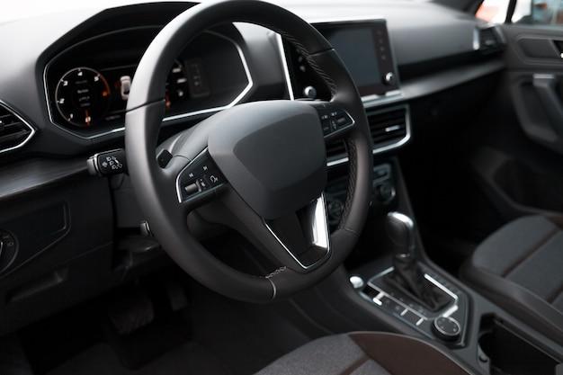 Interno di un'auto moderna