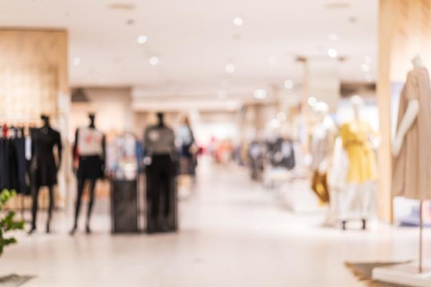 Interno di un negozio di abbigliamento in un centro commerciale