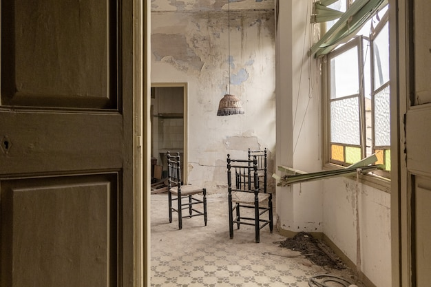 Interno di una casa abbandonata