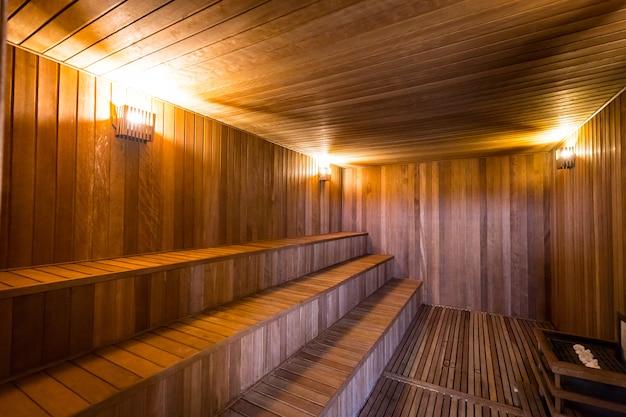 Interno di una sauna in legno