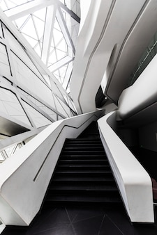 Interno futuristico di una delle architetture a guangzhou, in cina.