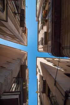 Intersezione di edifici a barcellona, in spagna
