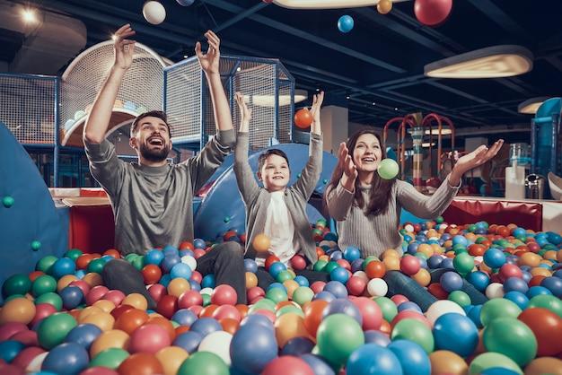 Intrattenimento è entrare, centro commerciale, parco dei divertimenti