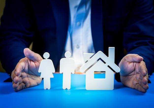 Investire in immobili per il futuro, la famiglia e l'istruzione, il credito e il banking.