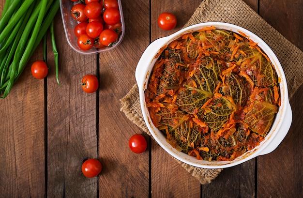 Involtini di verza ripieni in salsa di pomodoro