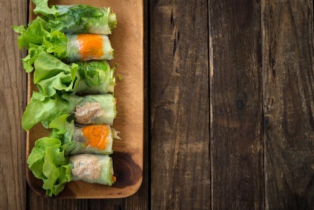 Involtini primavera cibo vietnamita
