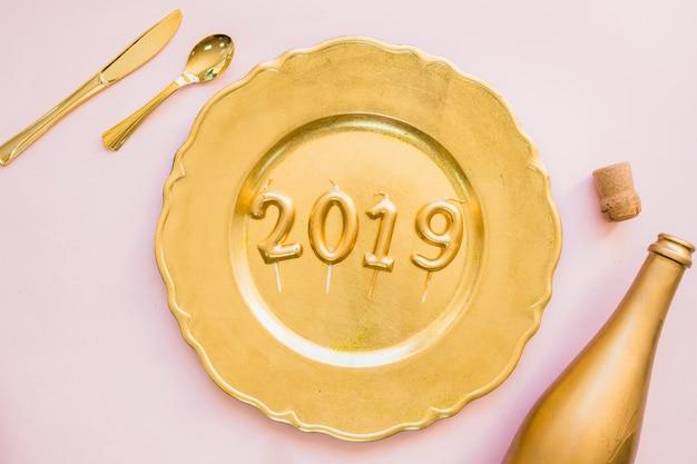 Iscrizione 2019 dalle candele sul piatto