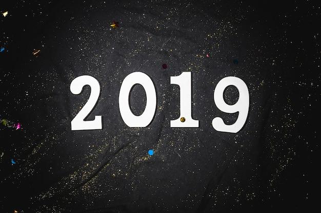 Iscrizione 2019 sul tavolo nero