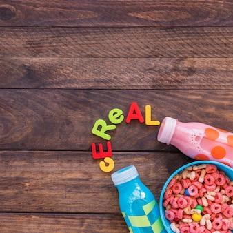 Iscrizione di cereali con ciotola sul tavolo