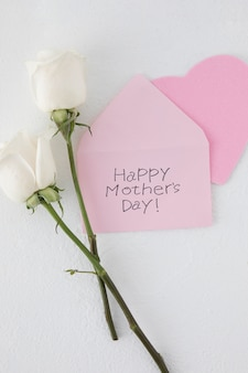 Iscrizione di happy mothers day con due rose