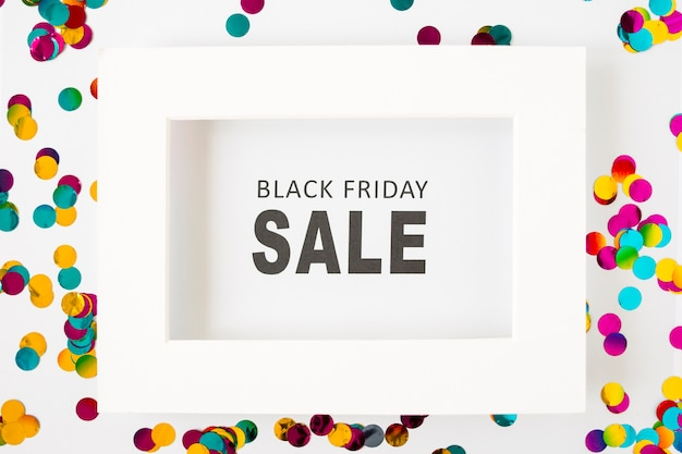 Iscrizione di vendita black friday in cornice bianca