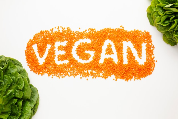 Iscrizione vegan vista dall'alto su sfondo bianco