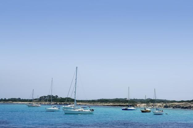 Isola di formentera vicino a ibiza nel mediterraneo