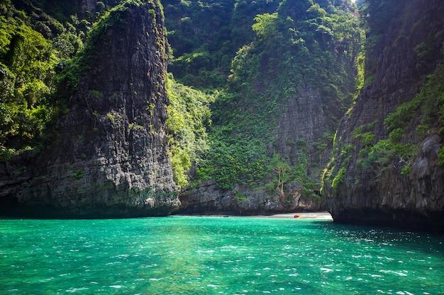 Isola di phi phi leh della baia del maya, krabi tailandia
