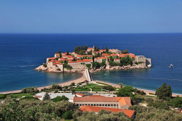Isola di sveti stefan nel mare adriatico, montenegro