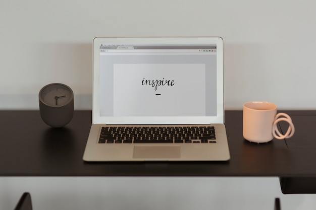 Ispirare scritti sullo schermo di un laptop