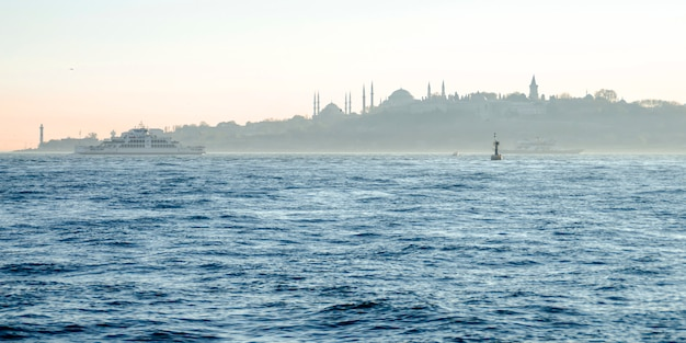 Istanbul. vista dal bosforo
