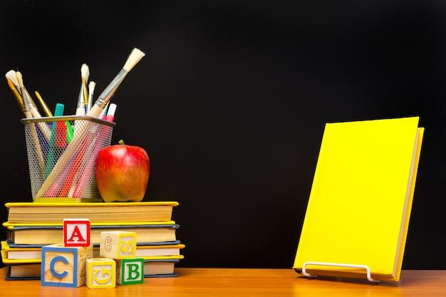 Istruzione o ritorno a scuola.