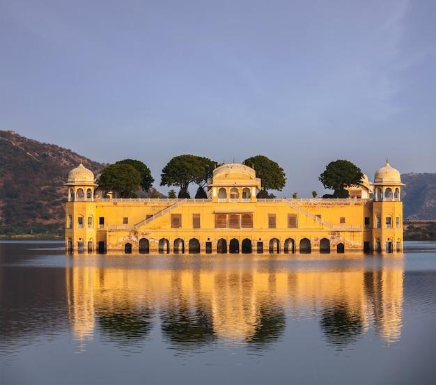 Jal mahal (palazzo dell'acqua). jaipur, rajasthan, india