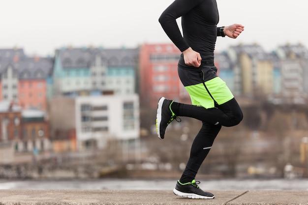 Jogger in ambiente urbano