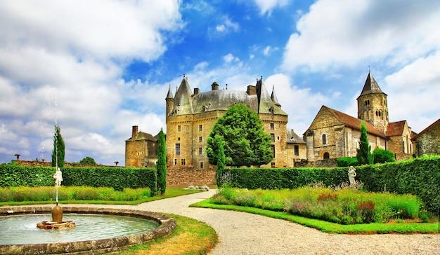 Jumilhac-le-grand, bellissimo ed elegante castello in dordogna, francia