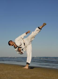 Karate sulla spiaggia