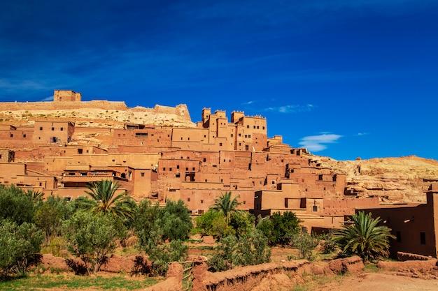 Kasbah ait ben haddou nelle montagne dell'atlante.