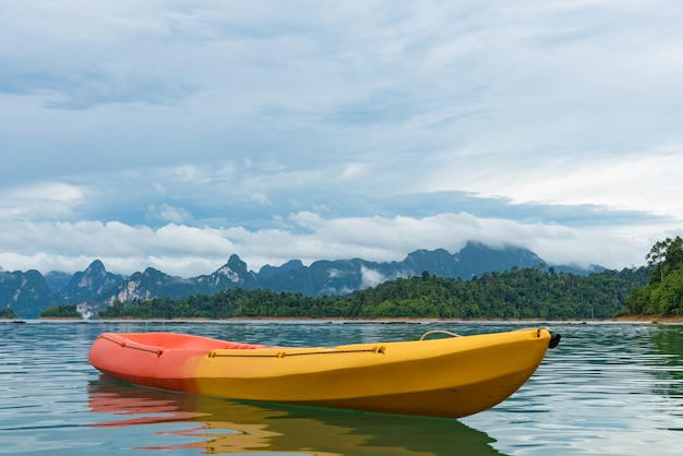 Kayak tra le montagne