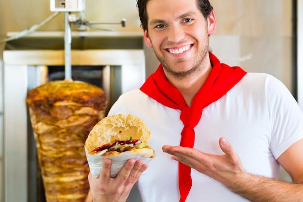 Kebab - doner caldo con ingredienti freschi