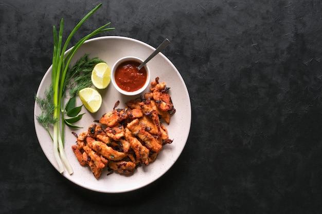 Kerala chicken pakoda. deliziosi pakora preparati nella st dell'india meridionale
