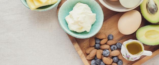 Keto, dieta chetogenica, alimenti a basso contenuto di grassi e ricchi di grassi per la perdita di peso