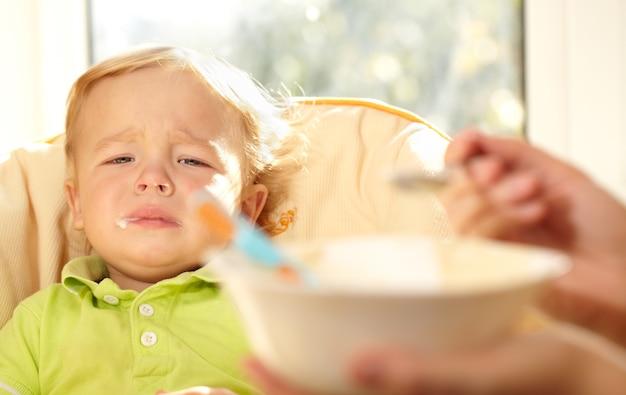 Kid è molto deluso dal porridge.