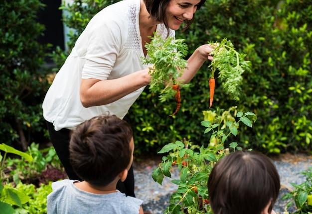 Kid in un giardino esperienza e idea