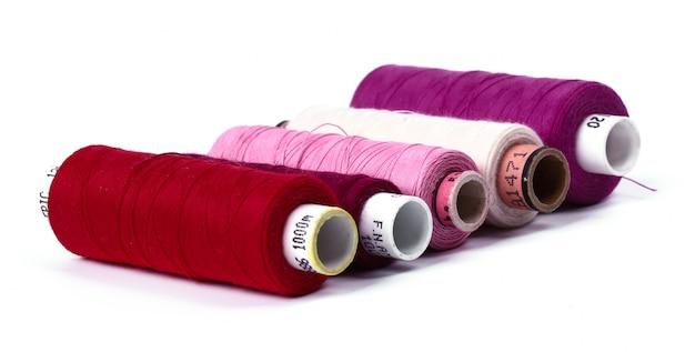 Kit da cucito con fili di cotone. vista dall'alto