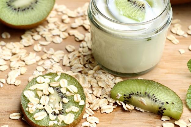 Kiwi con yogurt frullato