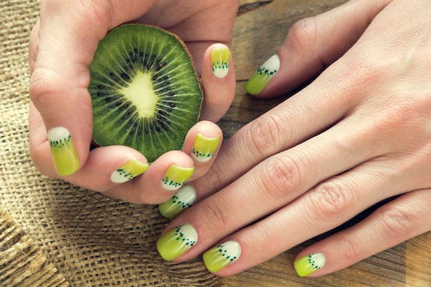 Kiwil art manicure