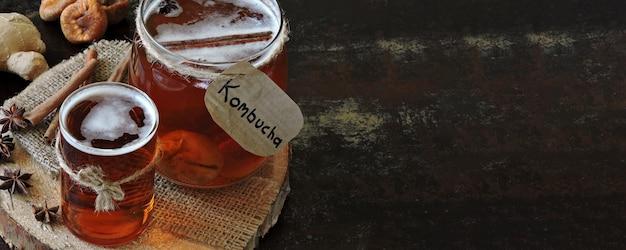 Kombucha bevanda fermentata sana