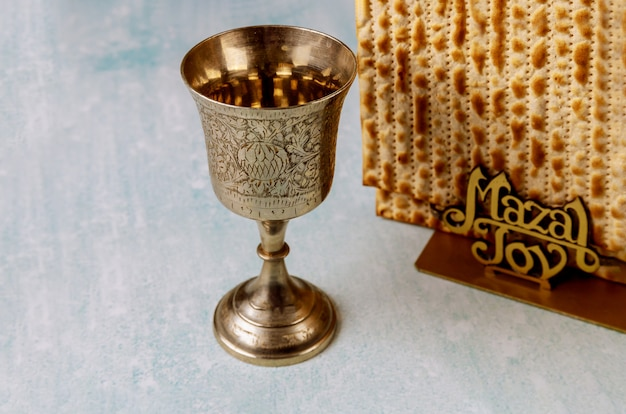 Kosher cup wine holiday matzoth celebrazione matzoh pane ebraico pasqua ebraica